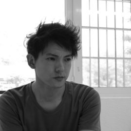 新里 明士/Akio Niisato